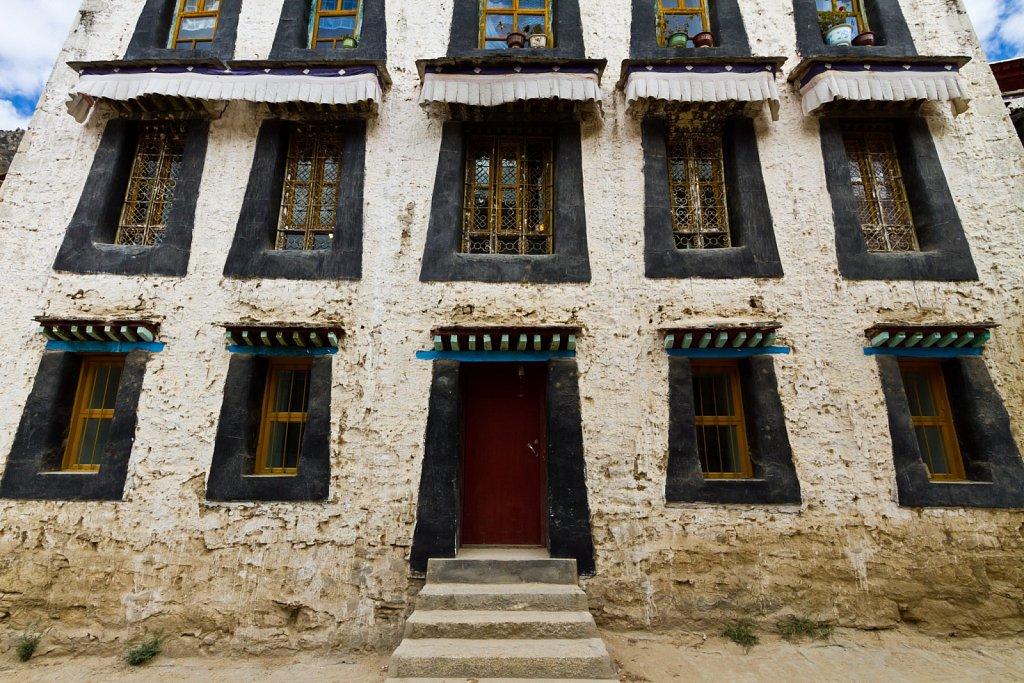 façade, Drepung Monastery